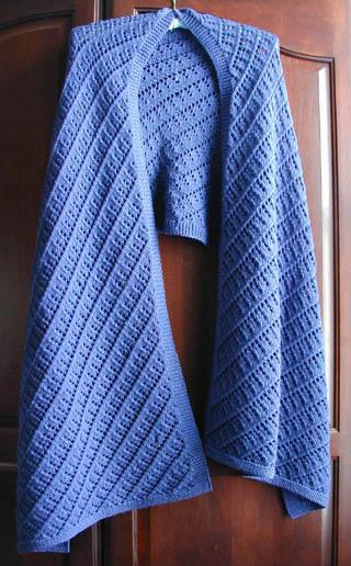 Readers Wrap Knitting Pattern : Readers Wrap and other shawl patterns from Lisa Knits